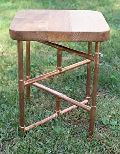 Catalpa/Red Oak and Copper Pipe Side Table Copper Furniture, Industrial Design Furniture, Pipe Furniture, Industrial Lamps, Furniture Vintage, Rustic Industrial, Copper Side Table, Lampe Tube, Copper Work