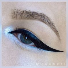 WEBSTA @ dausell - Product list: @katvondbeauty Tattoo Liner in 'Trooper' and Alchemist Palette • @maccosmetics Reflects Transparent in 'Teal' • @anastasiabeverlyhills @anastasianordic Brow Powder duo in 'Medium Brown' and Clear Brow Gel • @lorealparisofficial Brow Artist plumper in 'Medium/Dark'#dausell #eotd #eyemakeup #eyeshadow #motd #makeup #smink #sminke #mua #makeupartist