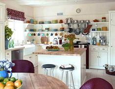 -minimalista pequeña cocina-con-Estanterías-armario abierto