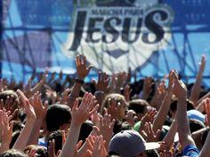 Fiéis durante a 23ª Marcha para Jesus em São Paulo