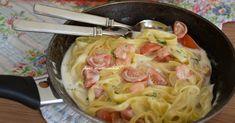 Tagliatelle ai gamberetti cremose e cucinate in padella per essere davvero perfette.