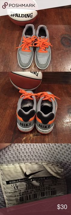 Nike | Dunks Kids Sz. 1Y Great warn condition. There's a little mud on the bottom but can easily be washed. There are signs or normal wear, but these are in great condition with tread hardly warn. Ask and offer away!! Nike Shoes Sneakers