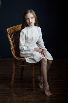 Ballet Photography, Children Photography, Preteen Girls Fashion, Kids Fashion, Family Photo Studio, Barefoot Girls, Cute Young Girl, Gorgeous Feet, Cute Girl Outfits