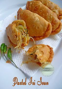 Food photography, cake, cookies and Indonesian food. Indonesian Desserts, Asian Desserts, Indonesian Cuisine, Indonesian Recipes, Savory Snacks, Snack Recipes, Dessert Recipes, Cooking Recipes, Curry Puff Recipe
