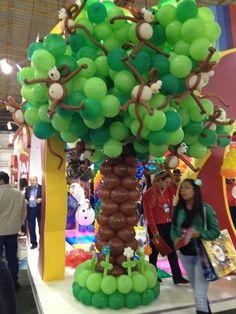 arbol hecho con globos