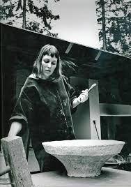 Bildresultat för hertha hillfon atelje Charcoal Sketch, Everyday Objects, Special People, National Museum, Kyoto, Art History, Sculpting, Meditation, Ceramics