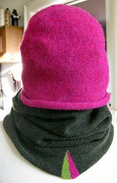 Love this hat/cowl combo.   Nørklekonen: Valket hue og halsrør
