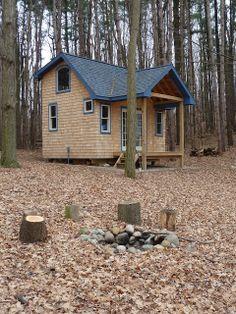 Relaxshacks.com: Andrea Funk's Super-Awesome Cabin/Tiny House!