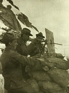 WWI Italian Alpine soldiers in action with Villar Perosa in Piemonte M15 submachine gun   #TuscanyAgriturismoGiratola