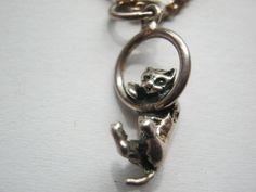 Halskette versilbert mit Silbernem Katzenanhänger,Länge ca.40 cmDeutschland ca.1970 Miniatur Katze von AbrahamsTroedelShop auf Etsy