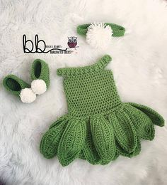 Too cute! Make this sweet Tinkerbell set with Lion Brand Vanna's Choice…