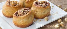 Lekker als ontbijt, lunch of hapje tussendoor: rolletjes van croissantdeeg met chocoladepasta en nootjes