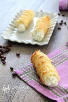 Cannoncini dolci di sfoglia con crema di ricotta Continua seguirmi su https://www.facebook.com/BlogGialloZafferanoMille1Ricette/ #gialloblog #mille1ricette #foodblog #tasty #sweet #recipe #cucinoio #gzblog #1001ricette #foodblogger #foodporn #ricettefacili #chebuono #delicious #italianfood #cucinaitaliana #foodbloggers #homemade #cucina #chebuono #homemadecooking #italianblog #italiancook #cooking #amocucinare #followme #top_food_photo