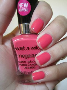 Currently on my nails, Wet n Wild Tropicalia. The perfect coral pink.