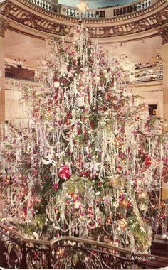 the hanging lead tinsel....Christmas Tree - 1950's. So beautiful!