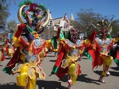 """""""La Tirana"""" es la fiesta religiosa más popular y concurrida de Chile. Se celebra en el pueblo de La Tirana, que se encuentra ubicado en la comuna de Pozo Almonte, en el norte de Chile."""
