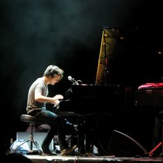 I first saw Jamie Cullum at an invitation brunch in South Beach for Universal Music. This punk with ripped jeans, a t shirt and spikey hair sat at the piano and BLEW MY MIND! Music Love, Music Is Life, Good Music, Jazz Artists, Music Artists, Joe Simpson, Jamie Cullum, Seven Nation Army, Cool Jazz