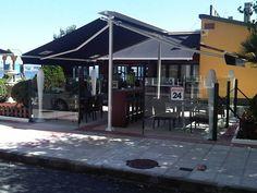 Toldo modelo Estructura Gómez colocado en el bar El Chiringuito Sada
