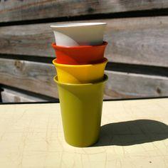 Gobelets vintage Tupperware - Blanc/Vert/Orange/Jaune
