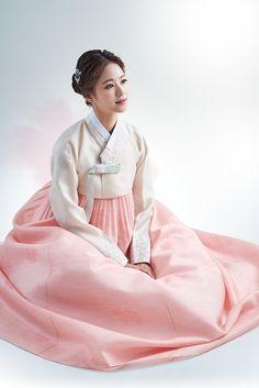 Korean Fashion – How to Dress up Korean Style – Designer Fashion Tips Korean Hanbok, Korean Dress, Korean Outfits, Korean Traditional Dress, Traditional Fashion, Traditional Dresses, Korean Fashion Trends, Asian Fashion, Costume