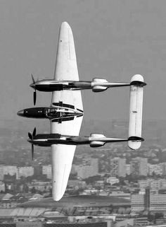 """WWII era fighter aircraft - Lockheed Lightning: """"Fork-Tailed Devil"""" the Germans were very fearful of this American fighter described as screaming death Ww2 Aircraft, Fighter Aircraft, Military Aircraft, Fighter Jets, Lockheed P 38 Lightning, Lightning Aircraft, Lightning Fighter, Lightning Storms, Photo Avion"""
