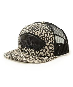 Update your look with some fierce inspiration thanks to this leopard print trucker hat finishes with a synthetic Vans Off The Wall logo patch.