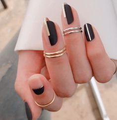 Black coffin nails is perfect for nude nails. Rings can enhance the nails design inpo, exactly, fashion inspo It's also negative space nails art. Save this autumn nails, and you can have a try anywhere and anytime. Nude Nails, Black Nails, Coffin Nails, Cute Jewelry, Unique Jewelry, Nail Jewelry, Jewellery, Accesorios Casual, Nagellack Trends
