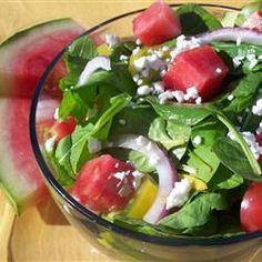 Salade de roquette et épinards au melon d'eau et fromage feta @ qc.allrecipes.ca