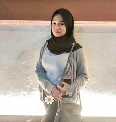 Car Insurance Online, Bad Girl Aesthetic, Girl Hijab, Hijab Chic, Beautiful Hijab, Japanese Beauty, Sexy Asian Girls, Mobile Wallpaper, Forex Trading