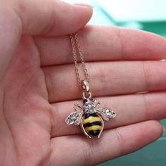 Jewelry Fashion Delicate Necklace Popular Bee Honey New Sweet Rose Gold Crystal Bee Necklace, Crystal Necklace, Arrow Necklace, Pendant Necklace, Bee Jewelry, Rose Gold Jewelry, Jewelry Necklaces, Jewelry Gifts, Fashion Jewelry