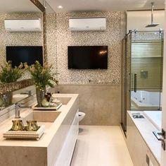 #homeidea | Pastilhas em mármore cuba esculpida e espelho com moldura dourada são apenas alguns detalhes desta suíte master by Mariane e Marilda Baptista. Simplesmente amei! Via @maisdecor_ www.homeidea.com.br Face: /homeidea Pinterest: Home Idea #pontodecor #maisdecor #decor #igers #arquitetura #ambiente #decoracao #homeidea #archdesign #projetos #tbt #home #homedecor #photooftheday #love #interiordesign #interiores #arquitetura #cubaesculpida #decoration #suitemaster #revestimento…