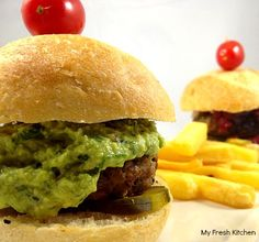 Chicken Burger Guacamole Guacamole, Hamburger, Fresh, Chicken, Ethnic Recipes, Food, Gourmet, Meal, Hamburgers