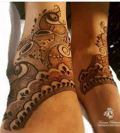 Mehndi Designs Bridal Hands, Peacock Mehndi Designs, Engagement Mehndi Designs, Henna Tattoo Designs Simple, Indian Mehndi Designs, Mehndi Designs Feet, Legs Mehndi Design, Modern Mehndi Designs, Mehndi Designs For Girls