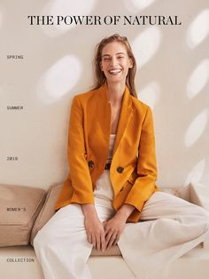 The most elegant new clothes for women at Massimo Dutti this Spring/Summer Discover the latest fashion trends in new shoes, jackets, pants or dresses. Mode Lookbook, Summer Lookbook, Fashion Lookbook, Summer Editorial, Editorial Fashion, Nature Editorial, Photography Poses Women, Fashion Photography, Latest Fashion For Women