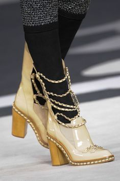 Chanel at Paris Fashion Week Fall 2013 - Details Runway Photos Coco Chanel, Chanel Shoes, Chanel Paris, Paris Fashion, Fashion Shoes, Stiletto Pumps, Fancy, Classy And Fabulous, Beige