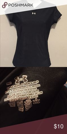 Black workout t-shirt Tight fitted 82 % polyester 18% elastane Under Armour Tops Tees - Short Sleeve
