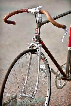 Sonnette vintage rouge en aluminium et acier vélo bicyclette rétro ancien