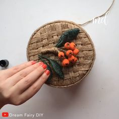 icu ~ Diy wicker basket with jute rope and cardboard! By: fairy diy ~ Diy wicker basket with jute rope and cardboard! By: fairy diy Diy Crafts For Home Decor, Diy Crafts Hacks, Diy Crafts For Gifts, Diy Arts And Crafts, Diy Crafts Videos, Craft Stick Crafts, Creative Crafts, Carton Diy, Diy Karton