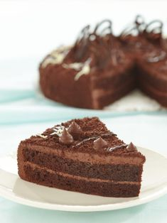 This crazy cake is chocolate cake made with no eggs, milk, or butter. It's crazy delicious, and the perfect dairy free dessert. Crazy Cakes, Easy Delicious Recipes, Yummy Food, Tasty, Cake Recipes, Dessert Recipes, Eggless Recipes, Eggless Baking, Fun Recipes