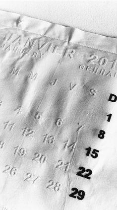 Um calendário feito de tecido é a proposta da Maison Martin Margiela para o ano que vem. Parte da Line 13, ele se torna um jogo americano quando 2014 chegar ao fim (à venda na loja do SHOWstudio).