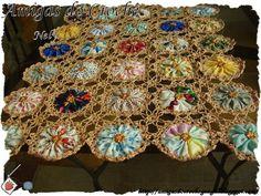 perfect combination of yo-yos and crochet. Wish I knew how to crochet Crochet Motifs, Crochet Quilt, Crochet Home, Crochet Crafts, Fabric Crafts, Crochet Projects, Sewing Crafts, Knit Crochet, Sewing Projects