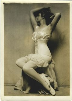Lingerie pose Charles Gates Sheldon Look at the way shes posed. How sexy for the shes showing a lot. I love the saying leave some thing for the amagination. Corset Vintage, Vintage Underwear, Vintage Lingerie, Vintage Stockings, 1920s Photos, Vintage Photographs, Vintage Images, Vintage Postcards, Lingerie Photos