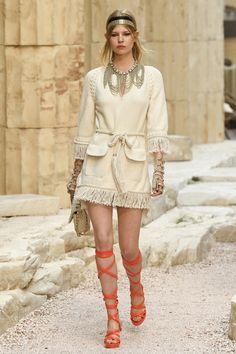 Chanel | Cruise 2018 | Look 42