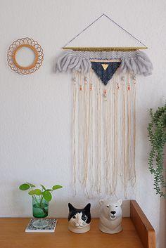 Tissage mural Morgane Giner Plus Weaving Wall Hanging, Hanging Tapestry, Weaving Art, Loom Weaving, Tapestry Weaving, Wall Tapestry, Hanging Art, Wall Hangings, Weaving Projects