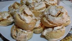 Výborné vánoční cukroví možná nevypadá lákavě ale je vynikající, křehké těsto s křupavou bílkovou nádivkou s ořechy. Autor: cleopatra Cleopatra, Muffin, Breakfast, Food, Author, Morning Coffee, Essen, Muffins, Meals