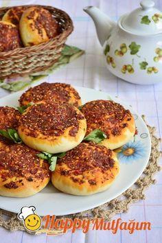 Antakya mutfağına ait, nefis bir yöresel ekmek. Biberli ekmek tarifimiz için buyrun: http://www.happycenter.com.tr/yemek-tarifleri/biberli-ekmek-nasil-yapilir/