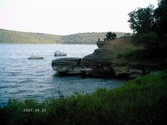 Goat Bluff at Lake Tenkiller, Oklahoma by momasue2008, via Flickr