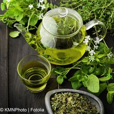 Green tea used medically for centuries to treat skin complexion. It is no secret that having green tea is important for entire body health. Find out the most important benefits that green tea will have on your wellness and appearance. Moisturizer For Oily Skin, Homemade Moisturizer, Homemade Face Pack, Homemade Recipe, Peau D'orange, Dust Allergy, Vitamin A, Green Tea For Weight Loss, Tone It Up