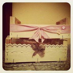 DIY Cajas de fruta decoradas con cintas, encaje y arpillería