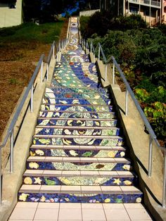 Tiled steps in San Francisco made by Aileen Barr and Colette Crutcher and 500 neighbourhood people. Gorgeous.